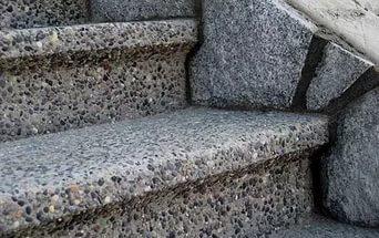 Щебень в бетоне покрытие цементным раствором