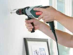 Просверлить бетонную стену обычной дрелью