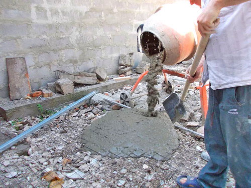 заливаем бетоном